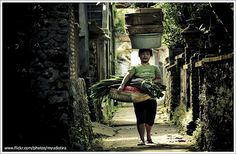 https://flic.kr/p/77Mbjr | Life Between The Walls | Walls that I mean is 'culture'. It gives defense for  the people who live between them but they also must keep that strong and works by do so many activity. Bali is one of kind people who still keep their cultural life.  Bali Indonesia