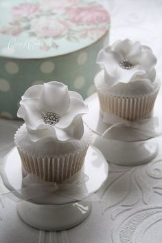 Cupcakes created by Cotton & Crumbs.