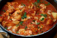 Light and Healthy Fish Chowder Fish Chowder, Chowder Soup, Conch Chowder, Seafood Recipes, Soup Recipes, Cooking Recipes, Seafood Dishes, Healthy Cooking, Pisces