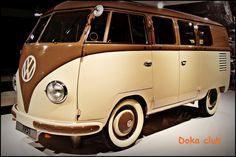 WIWTL, this will be my go-to bus on days when I'm wearing earth-toned fabulous ball gowns. Coordination is important, y'know.