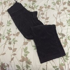 Small Tall sweatpants from old navy Small Tall sweatpants from old navy, a lil fading...condition good... Signs of use, free with the sweatpants bundle in my closet or purchase as is. Happy Poshing!!!  Old Navy Pants