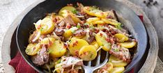 Zutaten: 500 g kalte gekochte Erdäpfel; 250 g gekochtes Rindfleisch; 1 Zwiebel; 80 g Speckwürfel; 1 EL Butterschmalz; Salz, Pfeffer; 1 TL Kümmel; 1 EL gehackter Majoran! Mehr dazu auf der ADEG Website! Clarified Butter, Onions, Beef, Easy Meals, Cooking