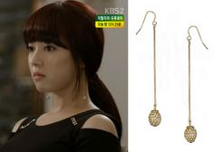 """Lee Se-Young in """"Trot Lovers"""" Episode 2.  Accessorize Pave Ball Slinky Earrings #Kdrama #TrotLovers #트로트의연인 #LeeSeYoung #이세영"""