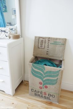 sac de linge transformé avec un sac de café en toile de jute / burlap coffee bag transformed into laundry bag