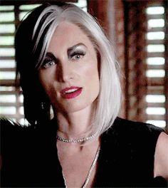 Mrs. Brunette Beauty: Screenshot Crush: Once Upon A Time's Cruella DeVille & her Striking Makeup
