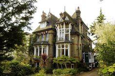 Victorian-era-mansion-01.jpg