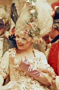 Marie Antoinette film - her hair is marvellous !
