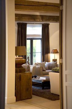 Very cosy living room.  Love the colour scheme. Heel gezellige woonkamer in taupe tinten.  Via Keijser & Co.