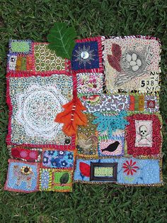 Mini Art Quilt by Georgina Ferrans aka Phizzychick http://www.craftster.org/forum/index.php?PHPSESSID=or4f1p7naaa2veeubnstcgbvd3=profile;u=27264