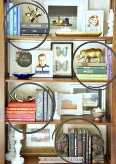 STIJLIDEE Interieur Styling Tip >> Tips for Styling a Bookcase - Up to Date Interiors