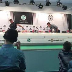 JETZT LIVE! Die Pressekonferenz vom DFB-Team mit Thomas Müller, Manuel Neuer und Oliver Bierhoff