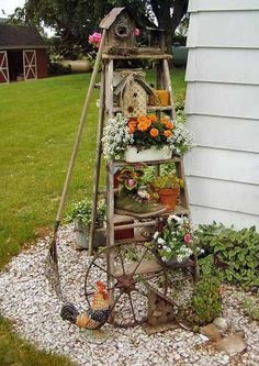 Vintage Garden Decor Ideas Some people simply love nature so much that they can't resist bringing the outside inside. The Cottage Garden style of inside Garden Junk, Garden Yard Ideas, Garden Crafts, Garden Projects, Small Flower Gardens, Small Flowers, Flowers Garden, Tropical Flowers, Summer Flowers