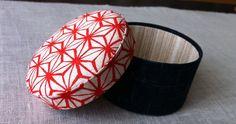 how to make a cartonnage box Diy Box, Book Binding, Casket, Organizers, Dress Making, Creations, Craft Ideas, Japan, Fabric
