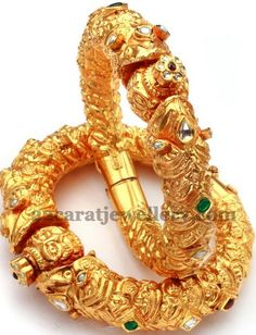 Jewellery Designs: Bangles Gallery from Hiya Jewellers Antic Jewellery, Indian Jewellery Design, India Jewelry, Latest Jewellery, Jewelry Design, Gold Jewellery, Gold Bangles Design, Gold Jewelry Simple, Jewelry Patterns