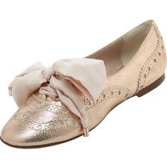 Oxford Flat Shoe Rose Gold Mini Crack Metallic ($297) ❤ liked on Polyvore featuring shoes, oxfords, flats, zapatos, wingtip oxford shoes, flat pumps, oxford flats, metallic flats and metallic flat shoes