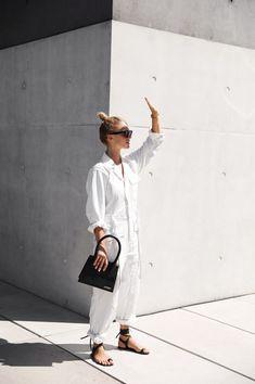 Via Mija Céline sunglasses, Nili Lotan jumpsuit, Jacquemus bag. Via Mija - Jumpsuits and Romper Jumpsuit Outfit, White Jumpsuit, White Overalls, Jumpsuit Damen Elegant, Mode Style, Style Me, Simple Style, Chic Outfits, Summer Outfits