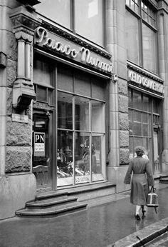 Helsinki 1950-luku - SUOMEN VALOKUVATAITEEN MUSEO Helsinki, History Of Finland, Old City, Historian, Time Travel, Old World, Nostalgia, The Past, Street View