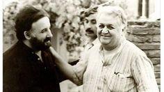 Ο Θάνος Μικρούτσικος δεν έχει κρύψει ποτέ την αγάπη του στον Μάνο Χατζιδάκι και την εμμονή του με τη μουσική του. Η γνωριμία τους ήταν σφραγίδα για όλη τη μετέπειτα πορεία της καριέρας και της ζωής του και όπως λέει ο ίδιος στον φιλικό του κύκλο, ο Μάνος Χατζιδάκις του επέτρεψε να μάθει πολλά από εκείνον,