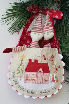 What a cute way for the Elves to return to Santa.  Hang them on the tree in a carrying pouch!