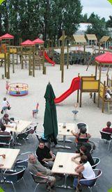 Den Deugeniet Binnen- en buitenspeeltuin. De ideale speeltuin het ganse jaar door! zeer fijne feestjes te geven!