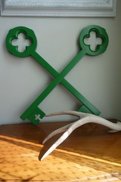 vintage wooden . alhambra quatrefoil lucky clover . emerald green . hand painted . oversized keys . wall art . shelf decor verdigreen via Etsy.
