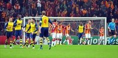 örürken, Avrupa macerasını 1 beraberlik, FIVE yenilgi ve -15 averajla sonlandırdı. 19 gol, bir Türk takımının Devler Ligi nde gruplarda yediği maksimum gol olarak kayıtlara geçti. Cimbom bu kötü performansla, 2000-01 sezonu Şampiyonlar Ligi grup maçlarını 17 gol yiyerek tamamlayan Beşiktaş ın rekorunu(!) kırarken, maç başına 3.16 gol yedi. G.Saray, 2.16 lık kendi rekorunu da kırdı. Kendi rekorunu da kırdı Sarı-kırmızılı takım, Arsenal e tıpkı ilk maçta olduğu benzeri daha ilk yarıda teslim…