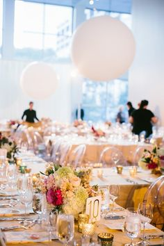 Chic and Modern Chicago Wedding at Museum of Contemporary Art - MODwedding