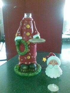 Santa en porcelana Fria, biscuit en botella reciclada.