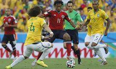 Brasil vs. Colombia:Juan Cuadrado se enfrenta a David Luiz (Foto:EFE)