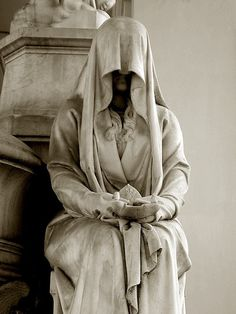 """A pleurant (French) or """"weeper"""" (in English) was a statue that was meant to mourn eternally at the grave of a loved one. Veiled woman in Verano Monumental Cemetery, Rome, Italy Cemetery Angels, Cemetery Statues, Cemetery Art, Angel Statues, Greek Statues, Buddha Statues, Stone Statues, Urbane Fotografie, Art Du Monde"""
