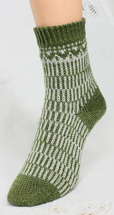 The patterning on this sock is enhanced by switching yarn position and the effect of yarn dominance. The sock is inspired by the eye popping effects of op art. Diy Knitting Socks, Loom Knitting Patterns, Hand Knitting, Knitted Hats, Knitting Tutorials, Knitted Slippers, Knitting Machine, Stitch Patterns, Crochet Shoes