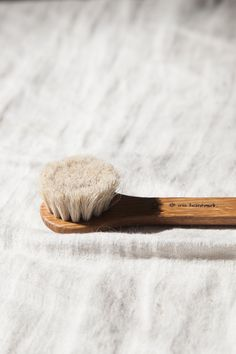 Face brush in white oiled oak wood and horse hair. Use the brush wet with your facial cleansing lotion to remove makeup, dirt, and simultaneously get rid of dead skin cells. Use gentle circular motions, avoiding the eyes and mouth. #HairRemovalMethods Ball Hairstyles, Hair Removal Cream, Unwanted Hair, Facial Cleansing, Horse Hair, Facial Hair, Makeup Remover, Hair Hacks, Lotion