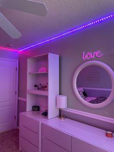 Cute Bedroom Decor, Bedroom Decor For Teen Girls, Room Design Bedroom, Stylish Bedroom, Teen Room Decor, Room Ideas Bedroom, Bedroom Inspo, Beauty Room Decor, Chill Room