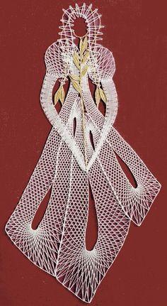 Paličkování | Paličkovaná krajka Romanian Lace, Bobbin Lacemaking, Types Of Lace, Parchment Cards, Bobbin Lace Patterns, Fibre And Fabric, Lace Heart, Lace Jewelry, Lace Making