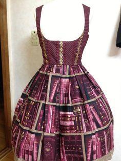 Bookish dress. Non mi piace tanto in viola, in blu o in verde secondo me sarebbe più carino, ma lo vorrei comunque lol