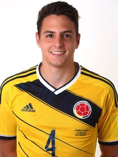 Colombian World Cup player Santiago Arias has great hair! Ask our mens specialists for this look! James Rodriguez, National Football Teams, Football Soccer, Eindhoven, Lionel Messi, Jackson Martinez, Teofilo Gutierrez, Adidas, International Football