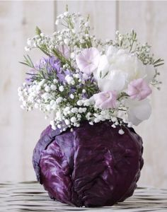 Thanksgiving flower arrangements garden ideas 7 - Creative Maxx Ideas I have used purple cabbage leaves before with floral foam in the center. Instead of using the cabbage once, peel off a few leaves and secure them to the floral foam. Ikebana, Beautiful Flower Arrangements, Floral Arrangements, Beautiful Flowers, Cabbage Flowers, Fresh Flowers, Purple Cabbage, Diy Flowers, Flower Ideas