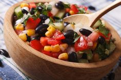 Here is the best Weight Watchers 0 Point Black Bean & Corn Salad ever! This is so delicious on its own, as a salsa or in a 1 Point Tortilla. Black Bean Corn Salad, Black Bean Salad Recipe, Black Bean Salsa, Bean Salad Recipes, Black Beans, Weight Watchers Salad, Weight Watchers Meal Plans, Healthy Snacks, Healthy Eating