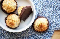 De bedste kokostoppe lavet og bagt på ingen tid - geniale som lynhurtig julekonfekt og en super god opskrift på en lækker lille kokostop