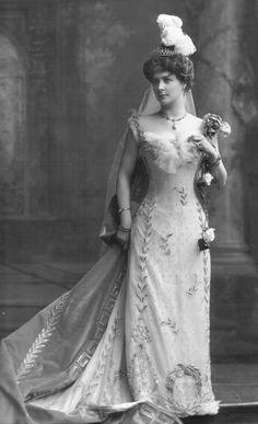Leonora Sophie, Countess of Tankerville, née van Marter. Daughter of James G. van Marter of New York; Earl of Tankerville. Edwardian Era, Edwardian Fashion, Vintage Fashion, Vintage Gowns, Vintage Outfits, Victorian Dresses, Victorian Women, Vintage Weddings, Vintage Clothing