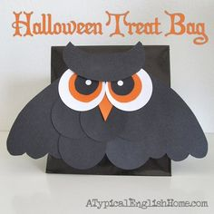 See-through owl halloween party favors, from here . Trick-or-treat goodie bags, from here . Halloween Owl, Halloween Labels, Pretty Halloween, Halloween Party Favors, Halloween Trick Or Treat, Halloween Cards, Holidays Halloween, Halloween Treats, Halloween Scrapbook