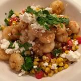 Warm Corn, Kale, Tomato Salad with Shrimp and Feta warmer Sommersalat; Seafood Dishes, Seafood Recipes, Diet Recipes, Vegetarian Recipes, Cooking Recipes, Healthy Recipes, Cooking Blogs, Cooking Bacon, Vegetarian Cooking