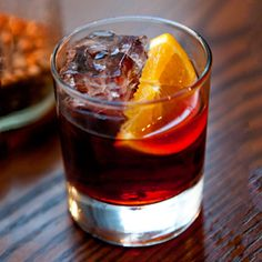 Recipe for the Negroni, a classic Italian cocktail with made with Campari, sweet vermouth and gin. Learn how to mix a Negroni cocktail with this recipe! Italian Cocktails, Classic Cocktails, Fun Cocktails, Party Drinks, Cocktail Drinks, Fun Drinks, Cocktail Recipes, Beverages, Drink Recipes