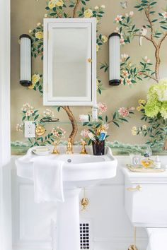 Décor Inspiration: The Guest Powder Room of The Happy Tudor - handpainted Gracie wallpaper, glossy subway tile, boiserie, unlacquered brass fixtures Gracie Wallpaper, Wallpaper Art, Hallway Wallpaper, Wallpaper Panels, Bathroom Wallpaper, Interior Inspiration, Design Inspiration, Bathroom Inspiration, Bathroom Ideas