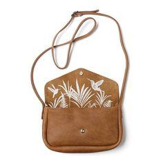 Je nieuwe lievelings Keecie tas is groot genoeg voor al je dagelijkse items, de tropische print zal je elke dag weer doen verrassen.De Keecie tas heeft een gave zeefprint van Kolibries tussen de bladeren.