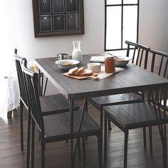 いいね!93件、コメント1件 ― sumicia interiorさん(@sumicia.interior)のInstagramアカウント: 「目覚めたばかりで瞼が重い朝、熱いコーヒーと軽めの朝ごはんが木目調のテーブルを彩る。それらを頬張って今日もここから一日が始まる。 ・ ・…」 Outdoor Tables, Outdoor Decor, Dining Table, Outdoor Furniture, Home Decor, Instagram, Decoration Home, Room Decor, Dinner Table