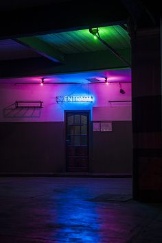 Perfect use of mixed lighting and neon.