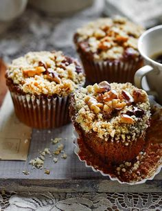 Mocha walnut crumble cupcakes | These cupcakes from Miranda Gore Browne are ready in 50 mins and they taste INCREDIBLE. Make some tonight to get you through the rest of the week!