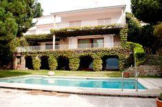 Casa en Arenys de Mar, Cerca del puerto deportivo. Esta señorial mansión de… House Styles, Home Decor, Swiming Pool, Home, Decks And Porches, Natural Stones, Sporty, Plants, Style