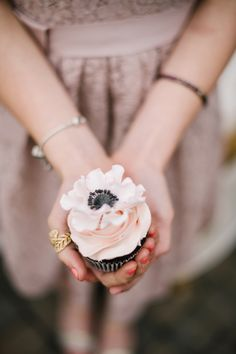 The prettiest anemone wedding cupcake!   Corrina Walker Photography